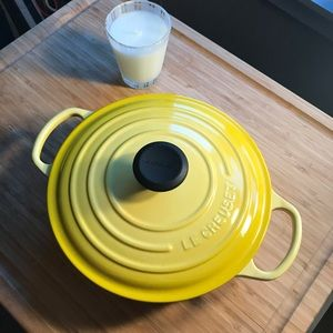 Le Creuset Dutch Oven yellow 24